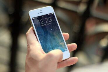 pode proibir uso de celular durante o expediente 370x247 - O empregador pode proibir o uso de celular durante o expediente?